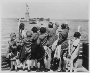 immigrants-on-dock